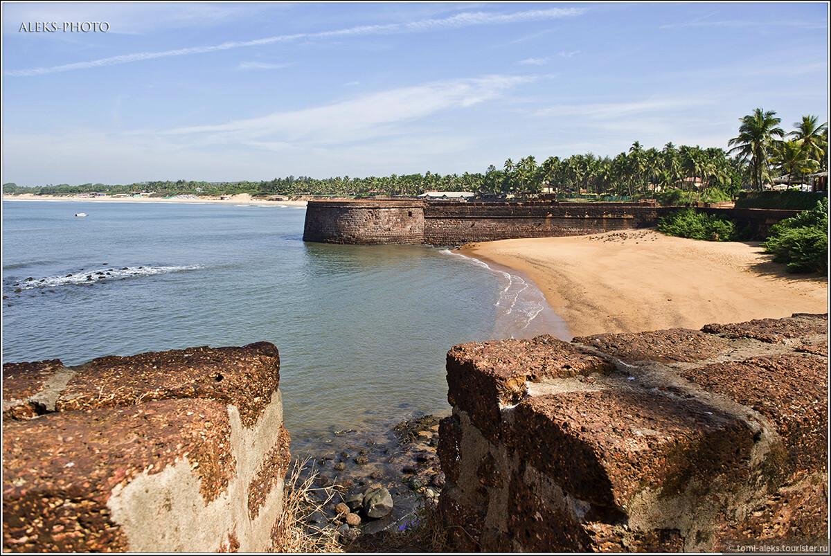 Солнце в этот день палило нещадно. И это - середина декабря, когда у нас холод и снег..., Португальский форт Агуада (Гоа, Индия)