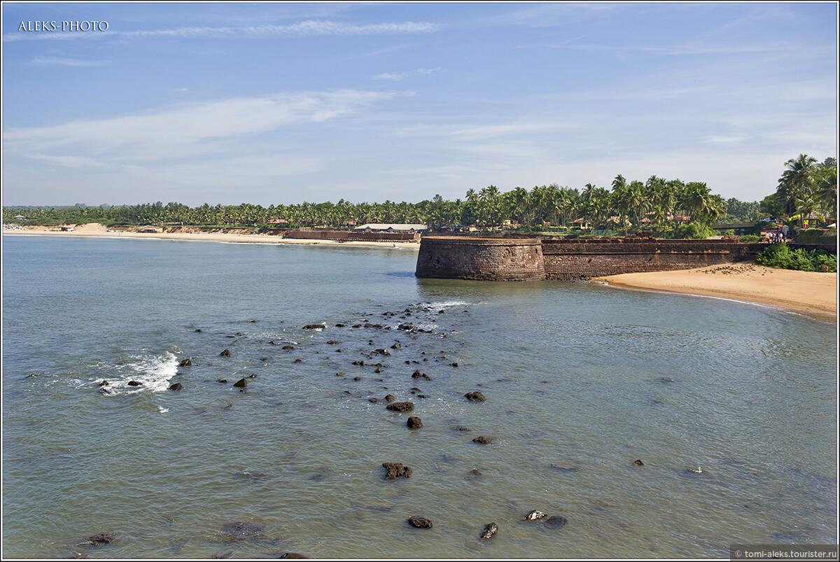 Колонизация Гоа началась в 1510 году, со времени открытия Васко да Гама морского пути в Индию. Это место планировалось превратить в оплот для проникновения вглубь континента... , Португальский форт Агуада (Гоа, Индия)