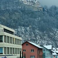 Замок Вадуц (нем. Schloss Vaduz) — замок в Лихтенштейне, официальная резиденция князя, получивший название по городу Вадуц, на холме над которым он расположен.