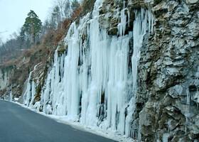 водопад в Вадуце радом с  обзорной площадкой недалеко от княжеского замка