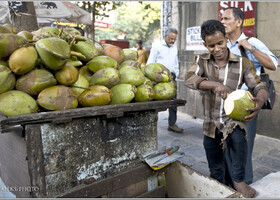 Как утоляют жажду в Бомбее (Индия)