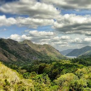 Панорамный вид рядом с водопадом El Nicho.