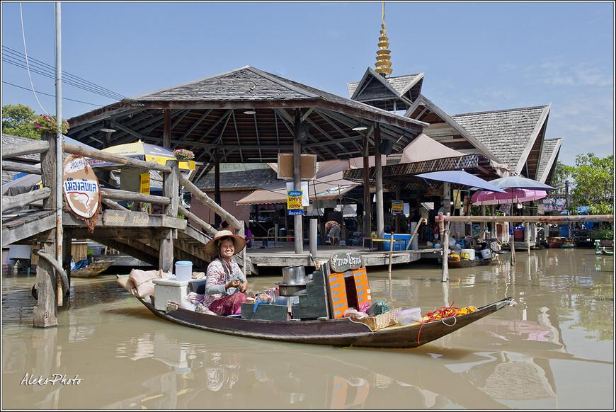Флоут-маркет - целая деревушка на воде, в которую с удовольствием приезжают туристы, отдыхающие в Паттайе...