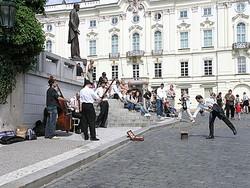 Из центра Праги выгоняют уличных музыкантов