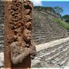 Археологическая зона Тонина. Стела с изображением правителя майя.