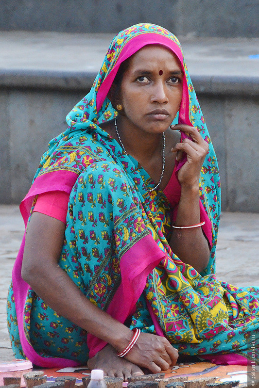 фотографию фото пожилых индусок персонажи, бодрое повествование