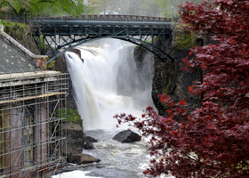 Водопад Грейт-Фоллс на реке Пассаик. США