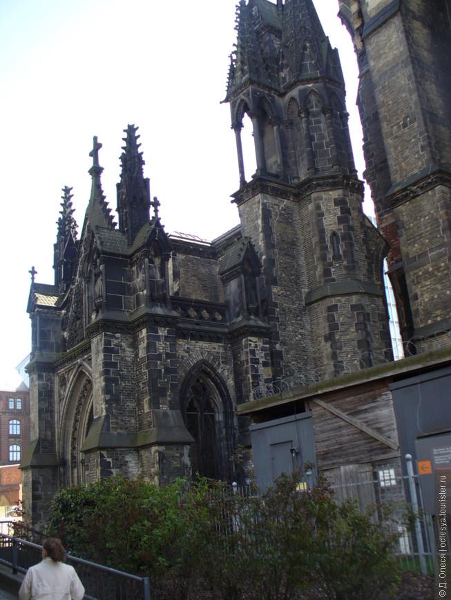 стены мемориала-церкви Св. Николая