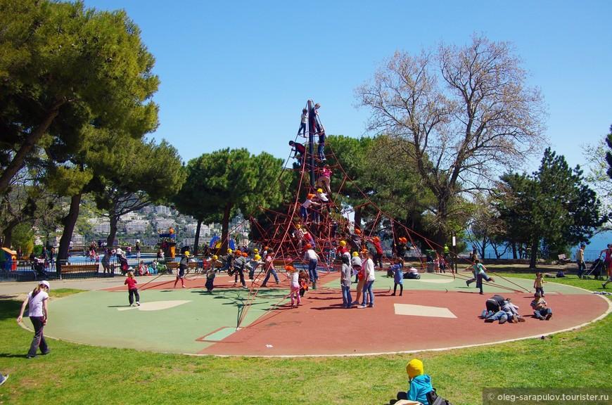 Детская площадка в парке на Замковой горе