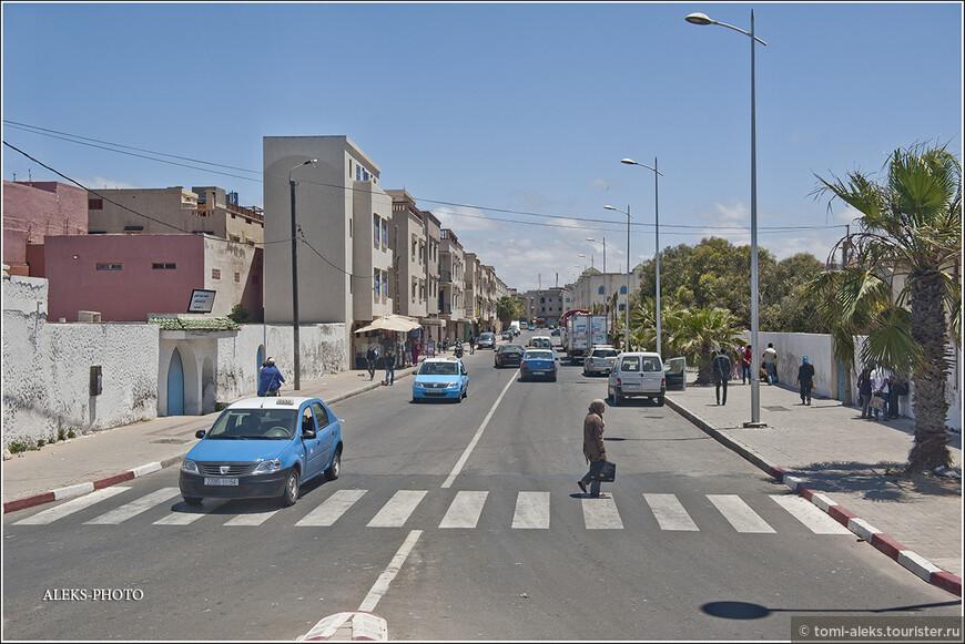Архитектура марокканских городов, порой, совсем не вычурная.