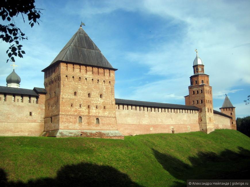 Башни Кремля. Средняя - знаменитая башня Кокуй (смотровая площадка)
