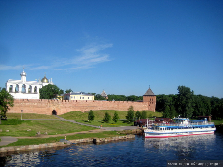Солнечный майский день в Великом Новгороде - время отправиться к озеру Ильмень на кораблике