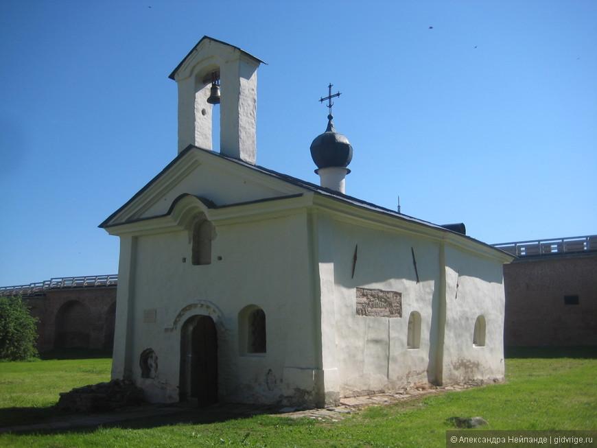 Крохотная церковь Андрея Стратилата в Кремле