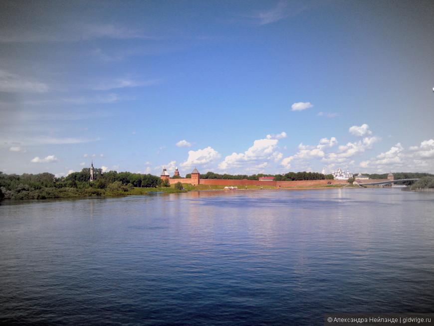 Вид на Кремль с прогулочного кораблика