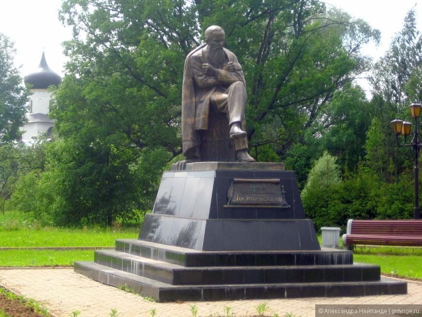 Памятник Достоевскому (Старая Русса)