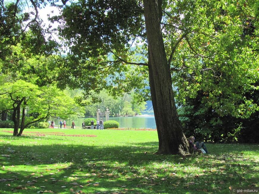 Городской парк виллы Ciani. Там всегда много молодёжи, ведь внутри парка располагаются и школы.