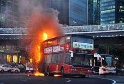 В Китае из-за перегрева сгорел туристический автобус