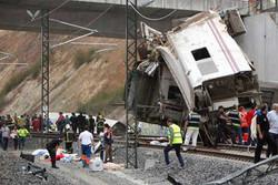 При крушении поезда, следовавшего из Мадрида, погибли 77 человек