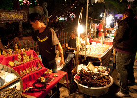 Китайский новый год, ярмарка в храме Чалонг