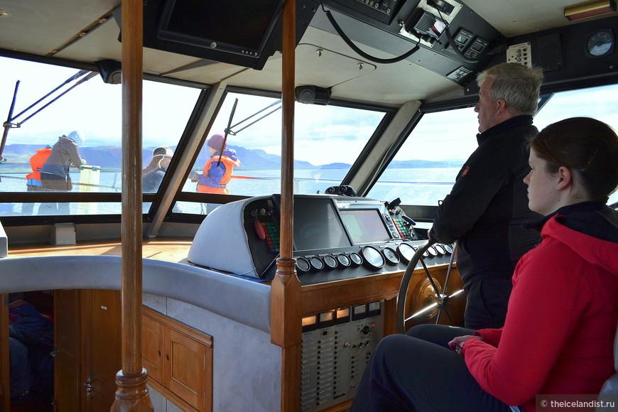 Экипаж катера: шкипер Гудмундур и его помощника Алдис.
