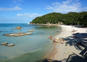 Пляжи Silver и Corall cove