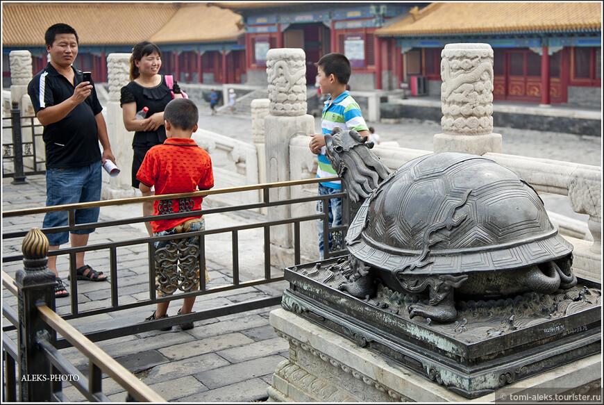 В китайских семьях один-два ребенка. Больше им рожать не разрешают...