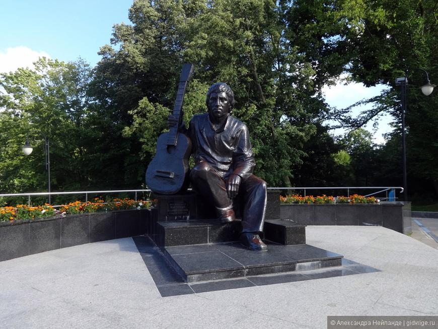 Памятник Высоцкому в Центральном парке
