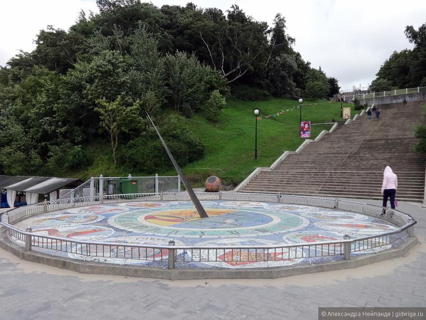 Огромный солнечные часы Светлогорска