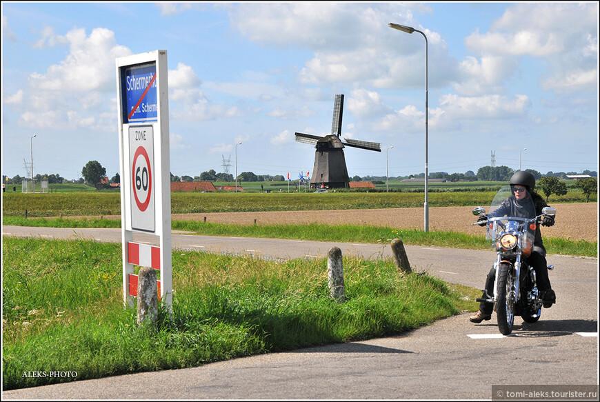 Местный байкер и знак ограничения скорости - до 60 км...