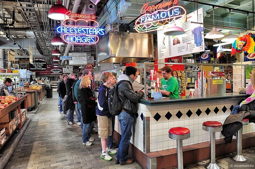 Очередь за знаменитыми стейками на филадельфийском рынке