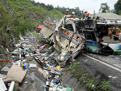 В Малайзии автобус с туристами попал в ДТП, более 30 человек погибли