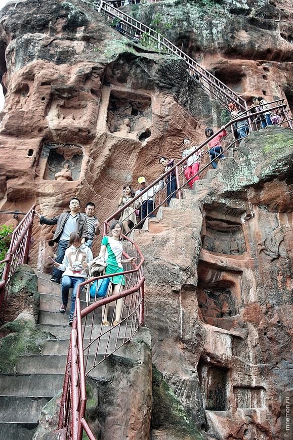 Лестница к подножию Будды