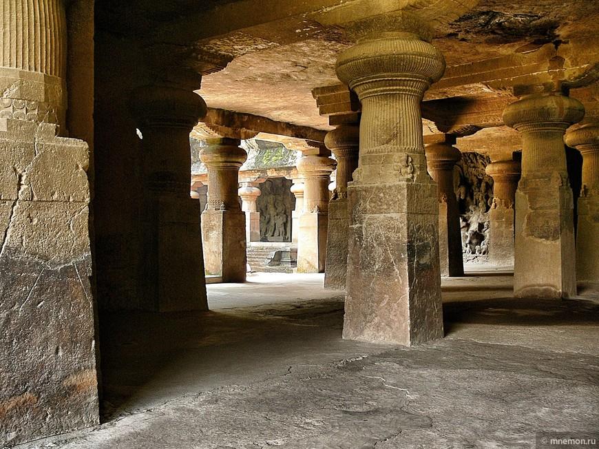 Внутри пещеры Шивы