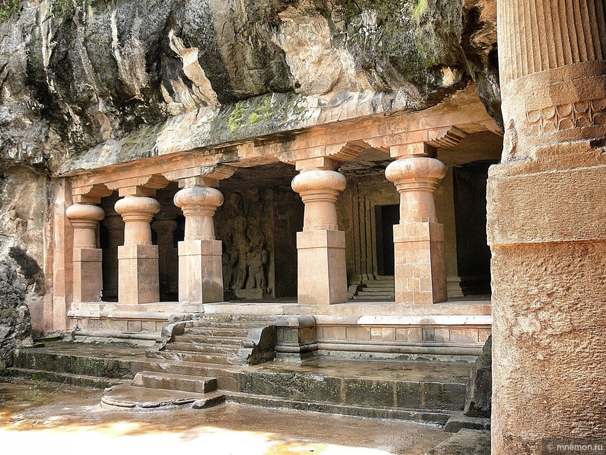Один из двух входов в пещеру Шивы