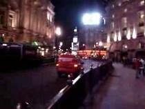Площадь Пикадили ночью, 01:31
