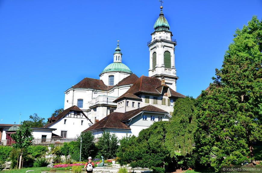 Золотурн называют городом Святого Урсена, поскольку он является  покровителем города. Главный кафедральный Собор святого Урсена - основная достопримечательность Золотурна....