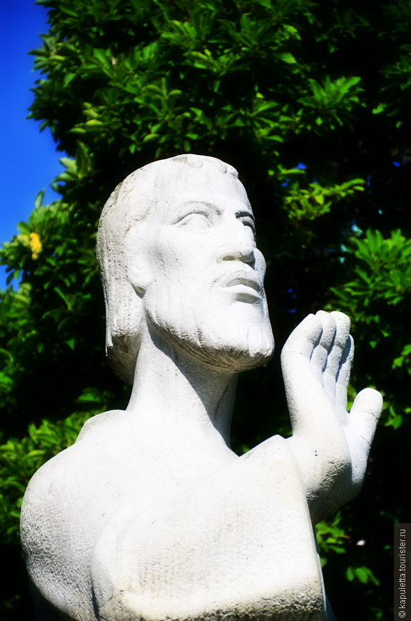 Урс- один из легионеров фивейского отряда, отказавшийся поклоняться римским языческим богам... За что и был обезглавлен на площади Золотурна...