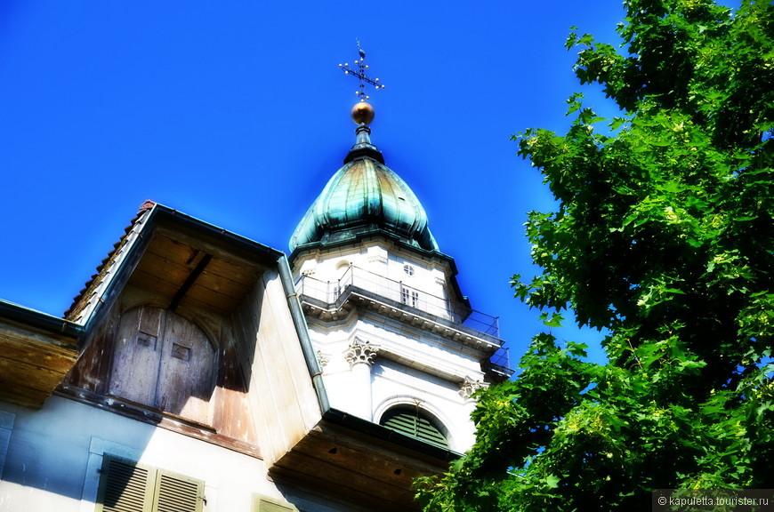 Храм построен в 18 веке на месте древнего храма..