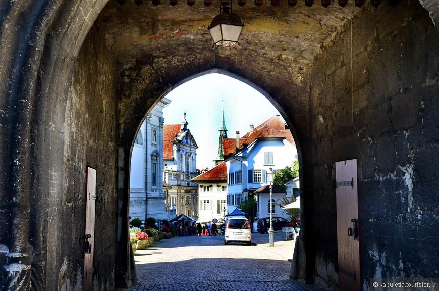 Городские ворота Базельтор, датированные 1508 годом...