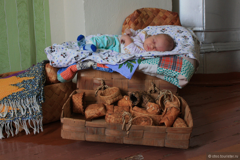 спящую дочки терзает дырки