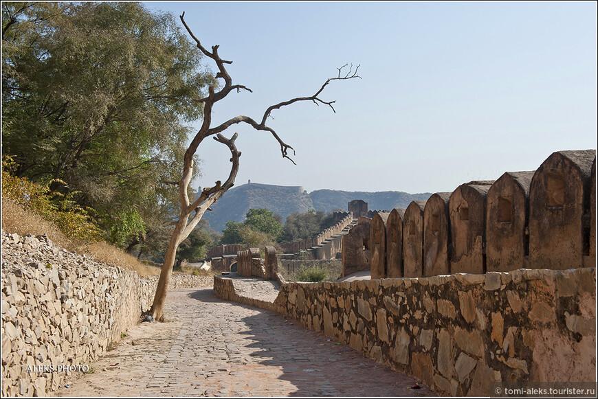 Дорога в форт Джайгарх...