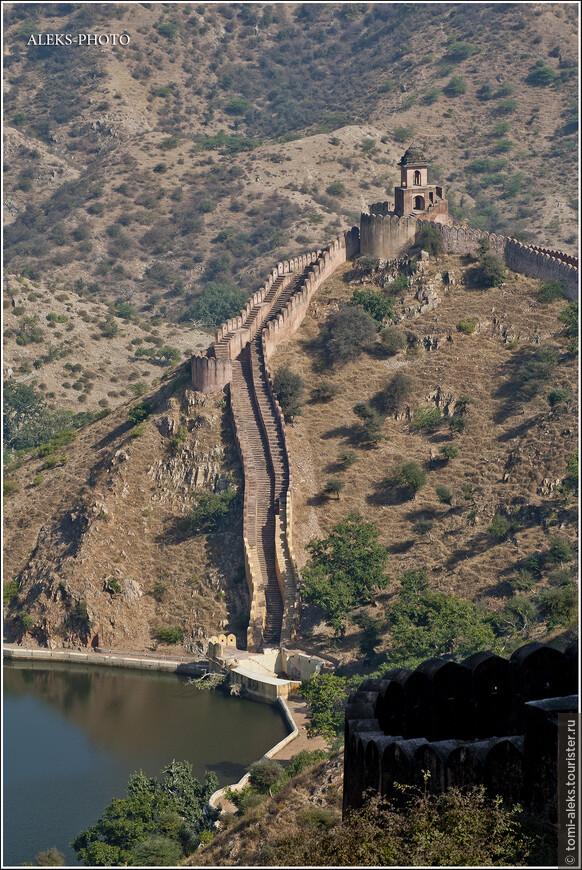 В форте есть большие запасы воды...