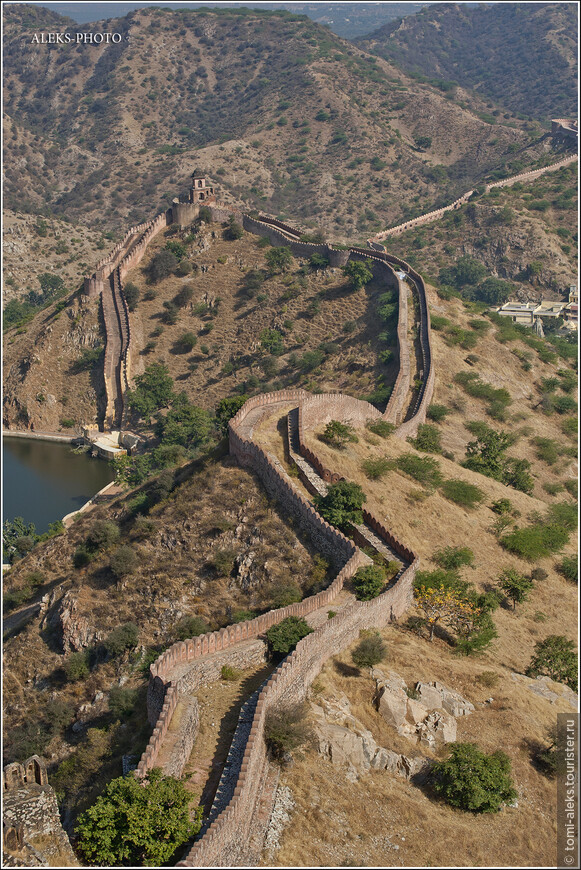 Меня поразила система стен - чем не Китайская стена?