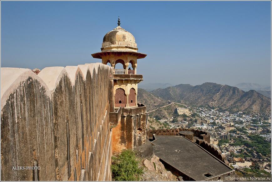 С разных смотровых площадок Джайгарха видно все окрестности, как на ладони...