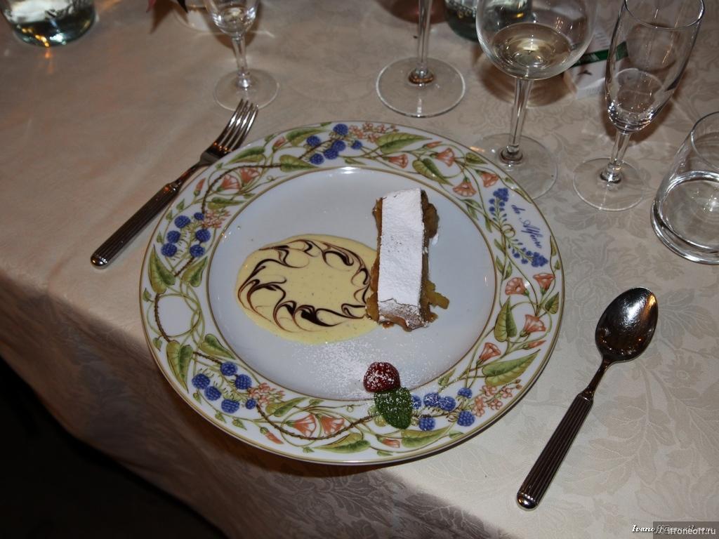 Блюдо из теста с начинкой которое выпекается или жарится
