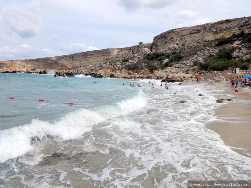 Маленький шторм на Райском пляже никого не пугает!