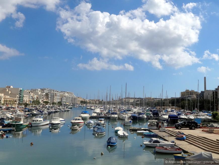 Вторая поездка на экскурсионном автобусе проходила по северной и центральной части острова Мальта.