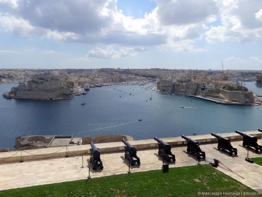 Великая гавань. Вид на форты Св. Ангела и Св. Михаила.
