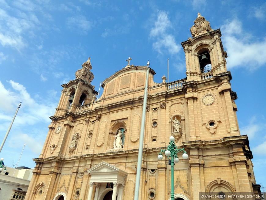 На церквях Мальты по 2 циферблата. На одном - правильное время, на другом - неправильное (чтобы дьявол не догадался, когда служба начнется).