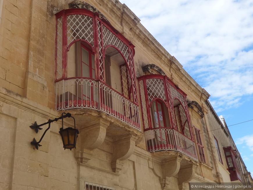 Невероятно кружевные балкончики.